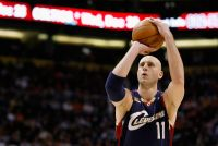 Cleveland Cavaliers' Zydrunas Ilgauskas honored with Lifetime Achievement Award at CLE Sports Awards